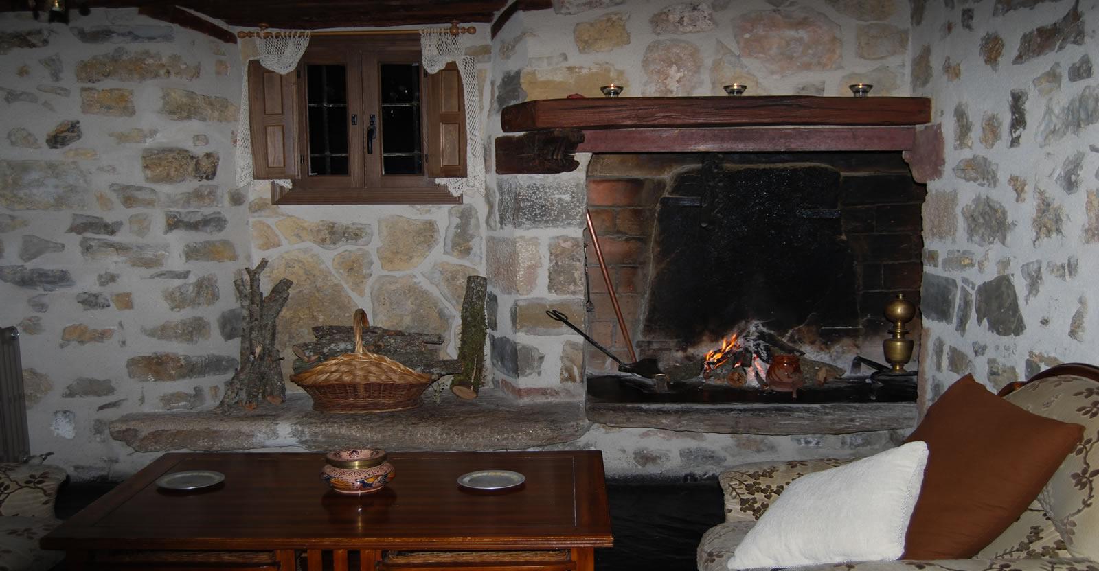 Acogedora chimenea para sentir el crepitar del fuego